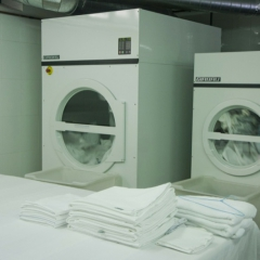 4 lavadoras y ropa
