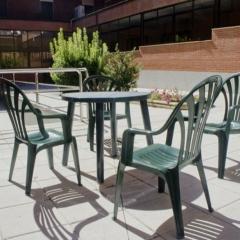 7 mesas y sillas interior