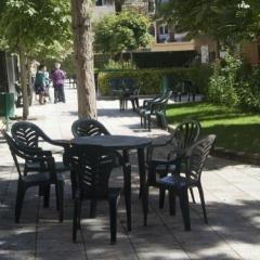 9 sillas y mesa jardin